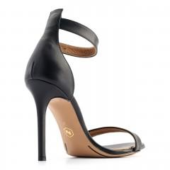 Czarne skórzane szpilki sandały zapinane wokół kostki