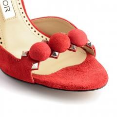 Czerwone zamszowe sandały z kulkami