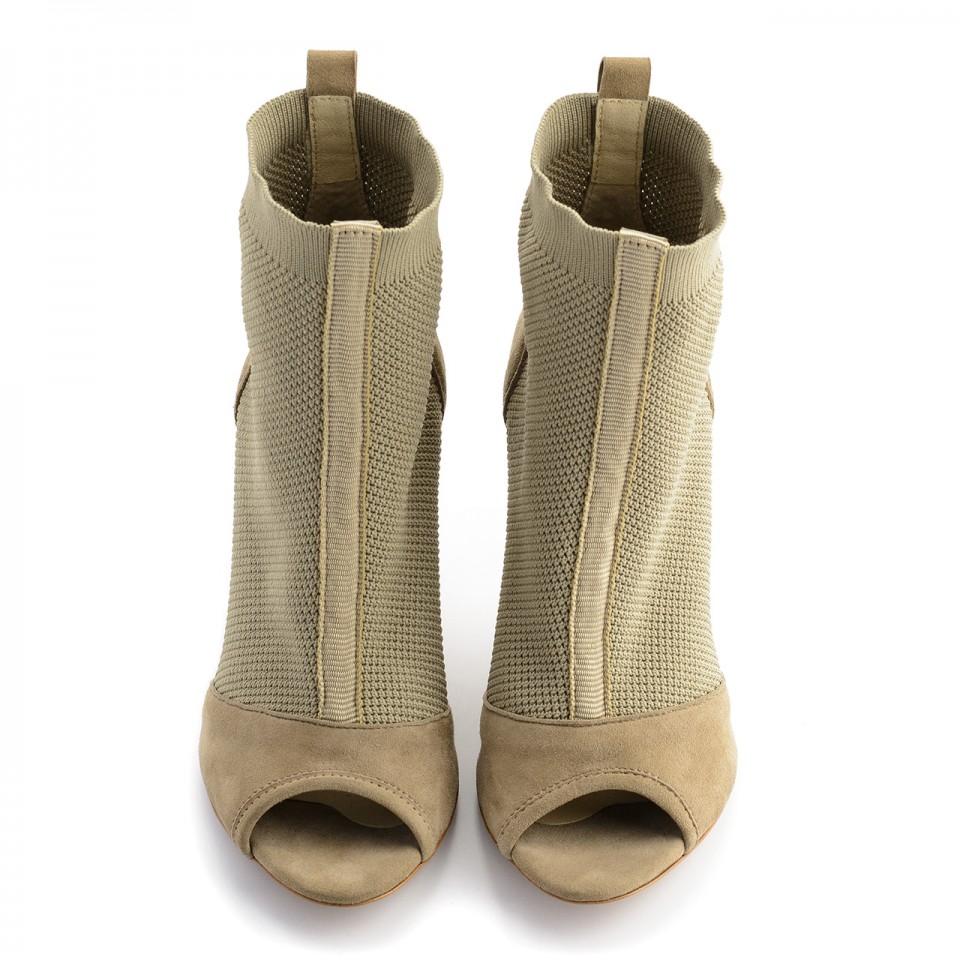 Beżowe letnie botki bez palców z tkaniny socks na szpilce