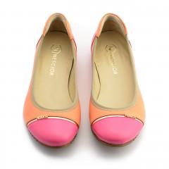 Pomarańczowo-różowe skórzane baleriny ze złotym paskiem