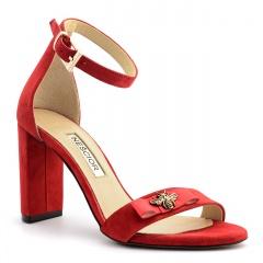 Czerwone zamszowe sandały na słupku