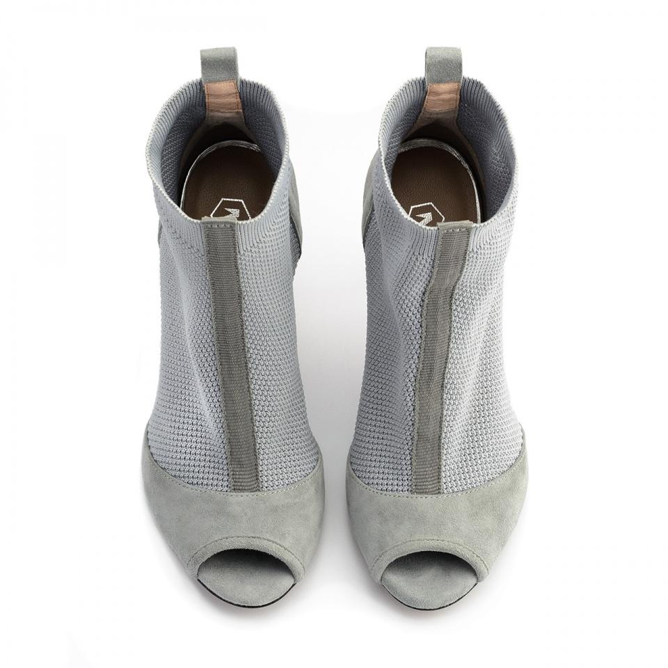 Szare letnie botki bez palców z tkaniny socks na szpilce