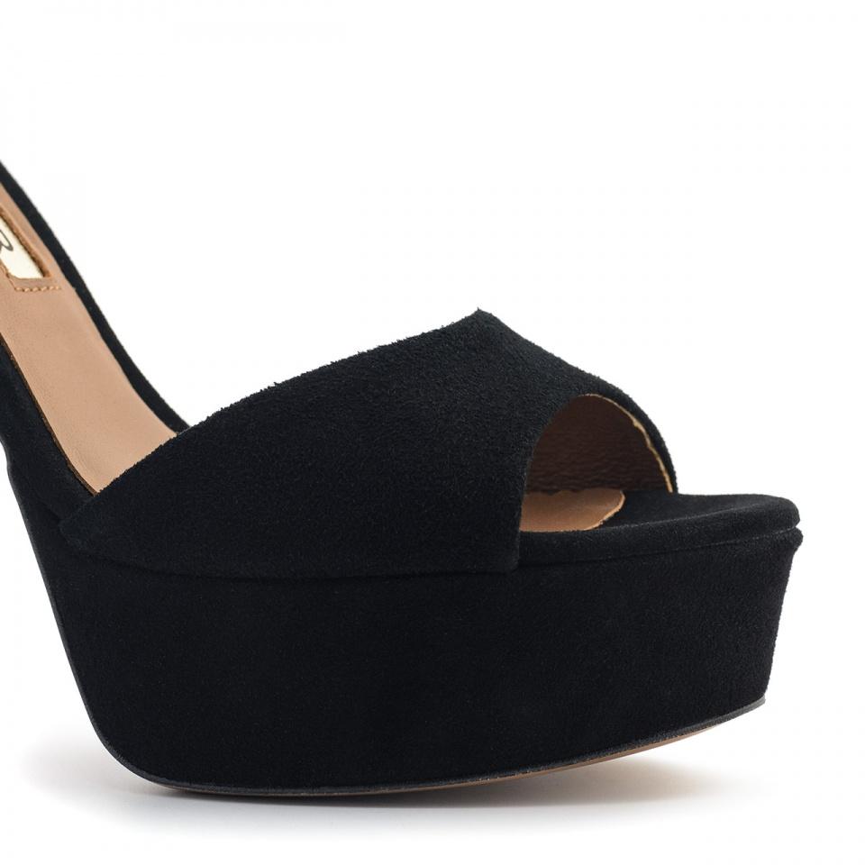 Czarne zamszowe sandały na platformie i wysokim obcasie 64B
