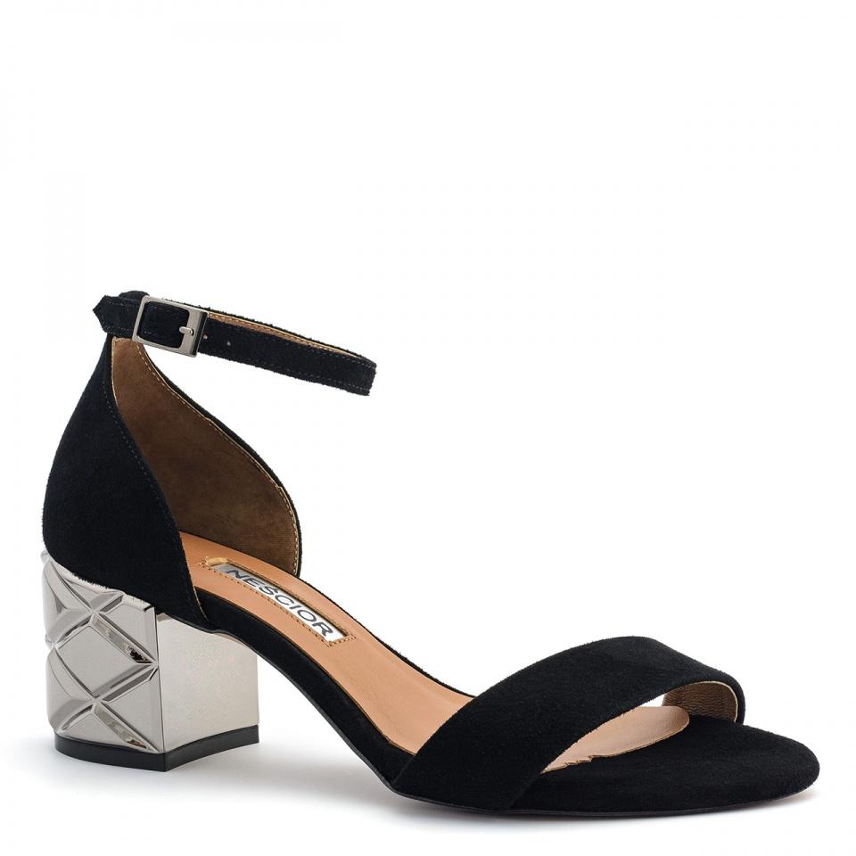 Czarne zamszowe sandały na srebrnym obcasie