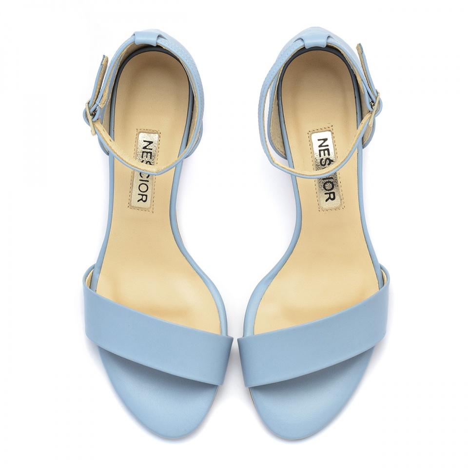 Niebieskie skórzane sandały na mozaikowym obcasie