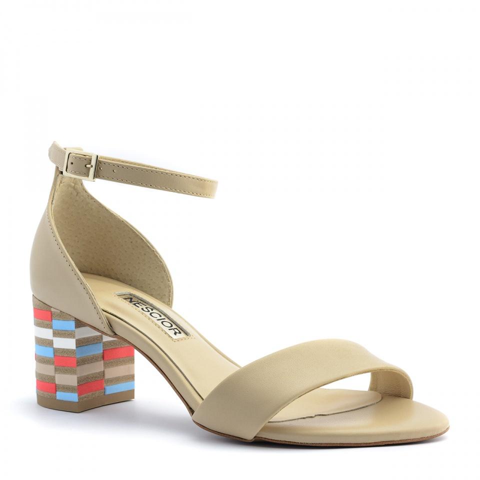 Beżowe skórzane sandały na mozaikowym obcasie
