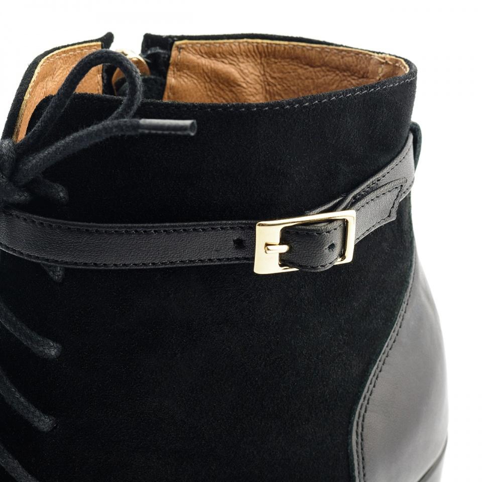 Czarrne zamszowe sznurowane botki open toe na słupku