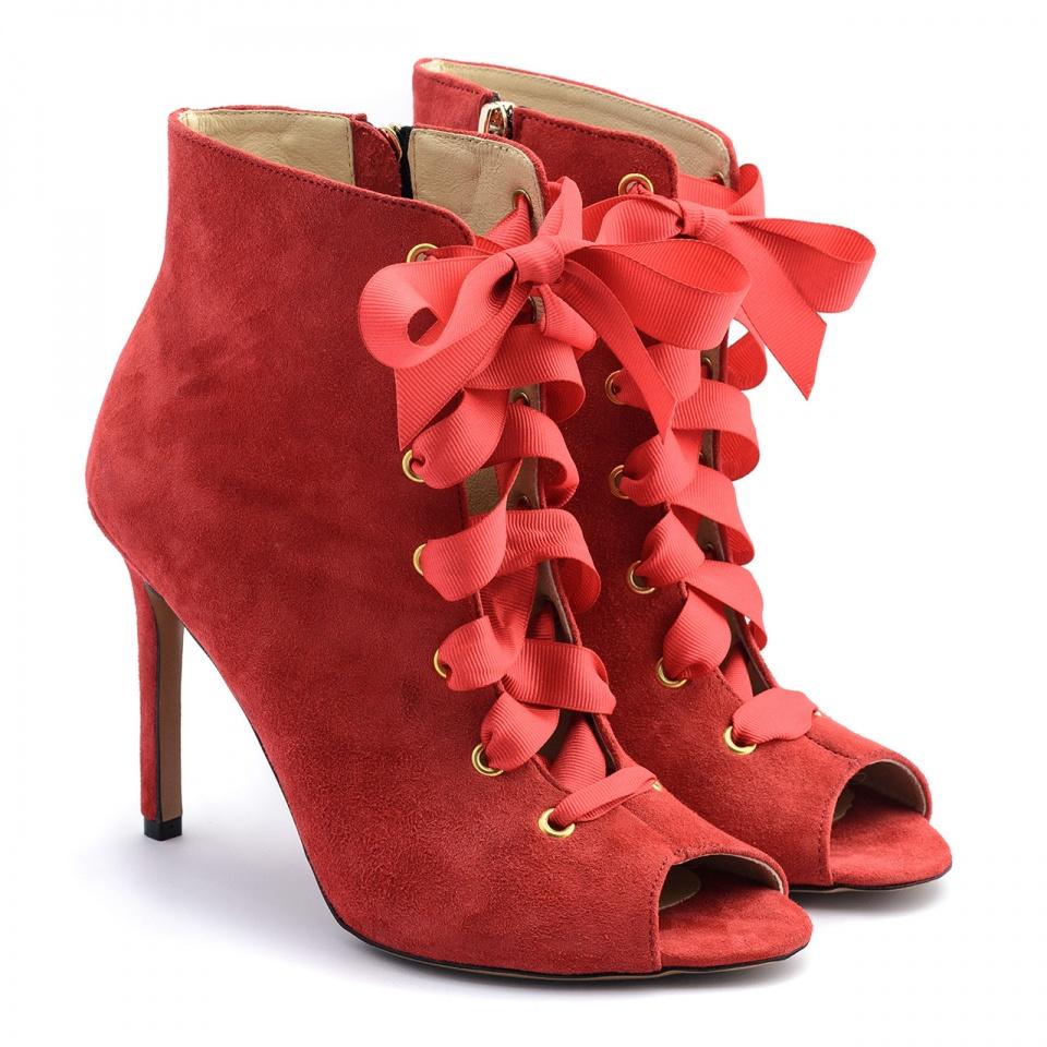 Czerwone zamszowe sznurowane botki open toe,