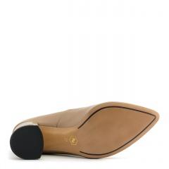 Skórzane czółenka koloru toffi z ozdobnym niskim obcasem