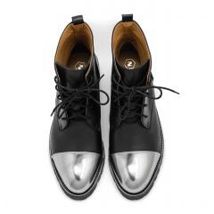 Czarne skórzane wiązane botki ze srebrnym czubkiem