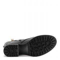 Czarne skórzane botki z gwiazdkami na nosku i cholewce