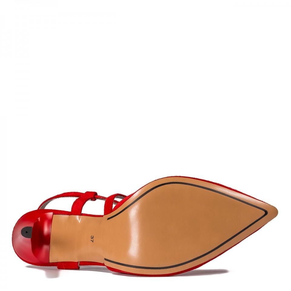 Czerwone zamszowe czółenka na szpilce bez pięty