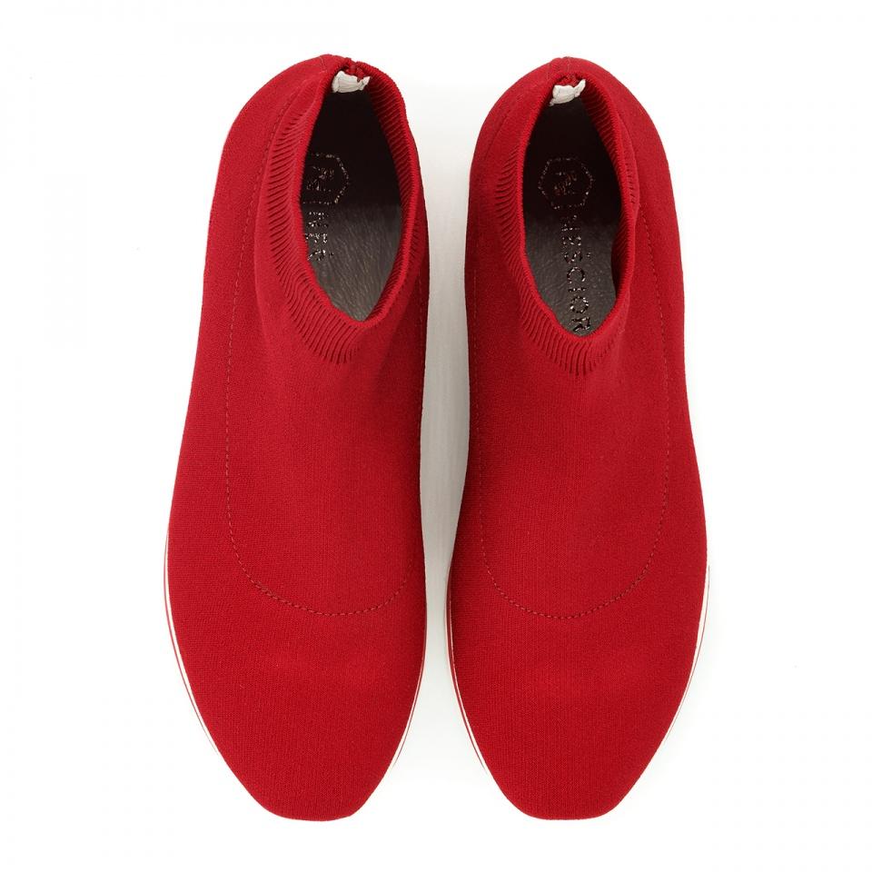 Czerwone sportowe sneakersy socks na białej podeszwie