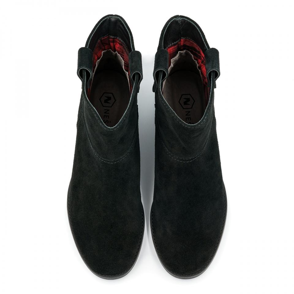 Czarne welurowe botki z ukrytym koturnem 27B