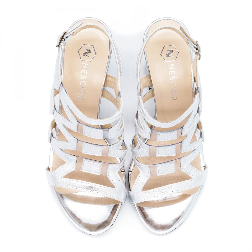 Ażurowe srebrne skórzane sandały na wysokim słupku 92DX