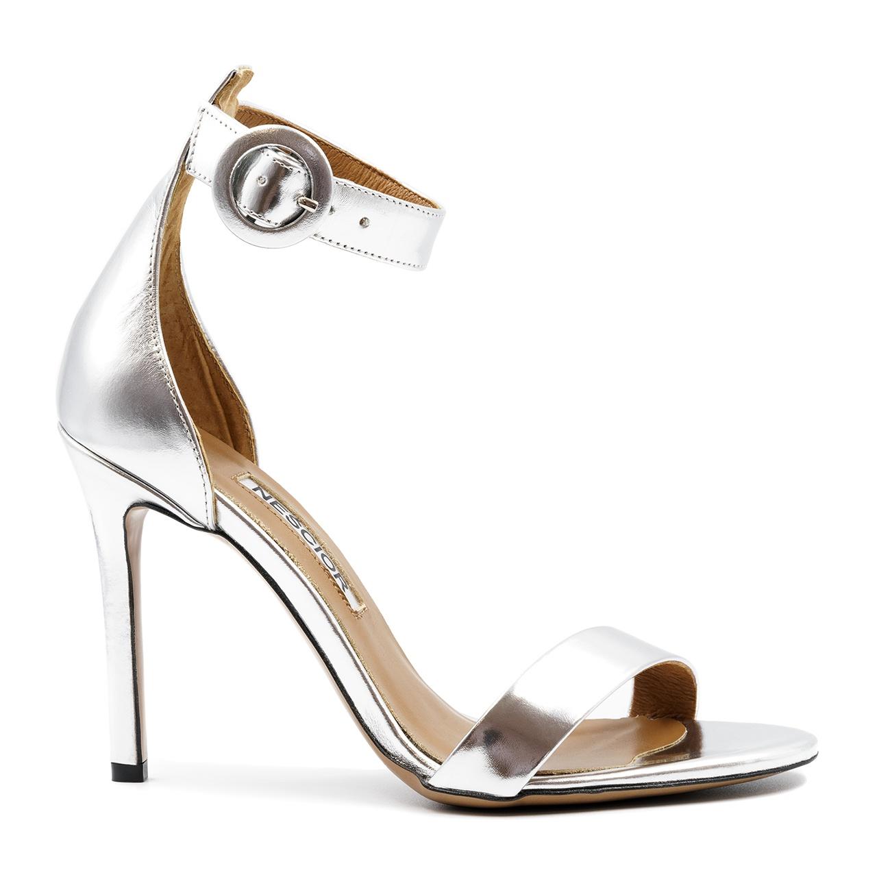 9cdfc32a909494 Srebrne skórzane szpilki sandały zapinane wokół kostki 103P ...