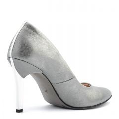 Perłowo-szare skórzane szpilki ze srebrnym paskiem