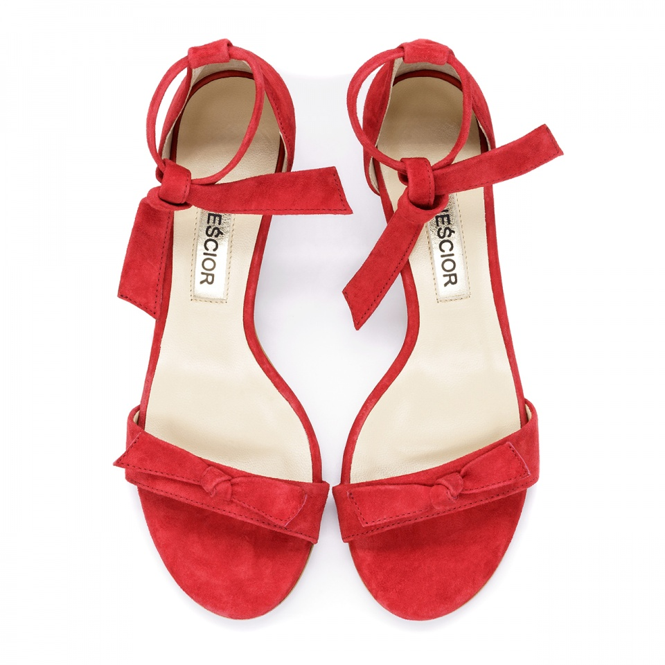 Czerwone zamszowe szpilki sandały wiązane wokół kostki 115K
