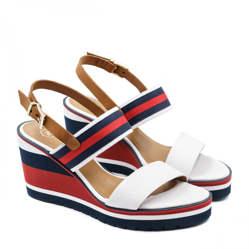 Kolorowe skórzane sandały na koturnie 23P