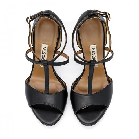 f6947c7c ... Czarne skórzane sandały na szpilce ze skrzyżowanymi paseczkami 103B