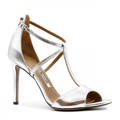 7531901c91af5 Srebrne skórzane sandały na szpilce ze skrzyżowanymi paseczkami 103B ...