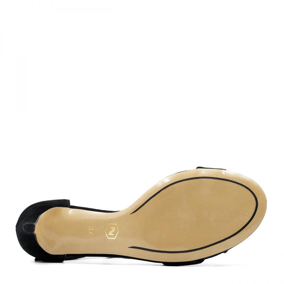 Czarne zamszowe szpilki sandały wiązane wokół kostki 115K