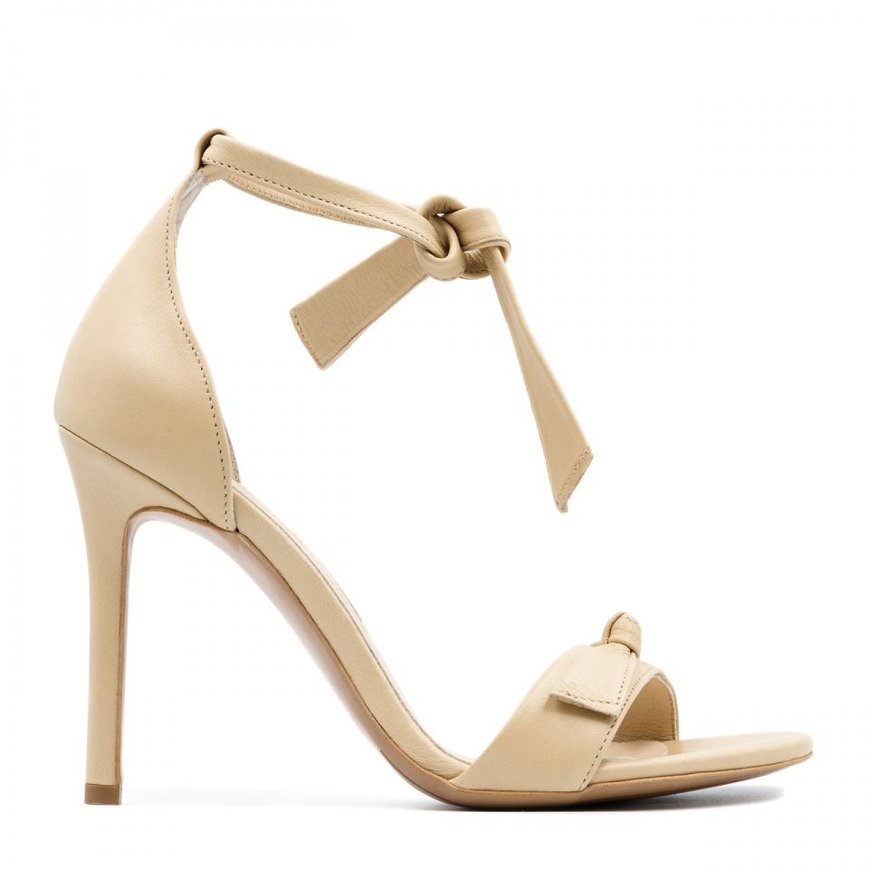 Beżowe skórzane  zawiązywane w kostce zamszowe szpilki sandały 103K