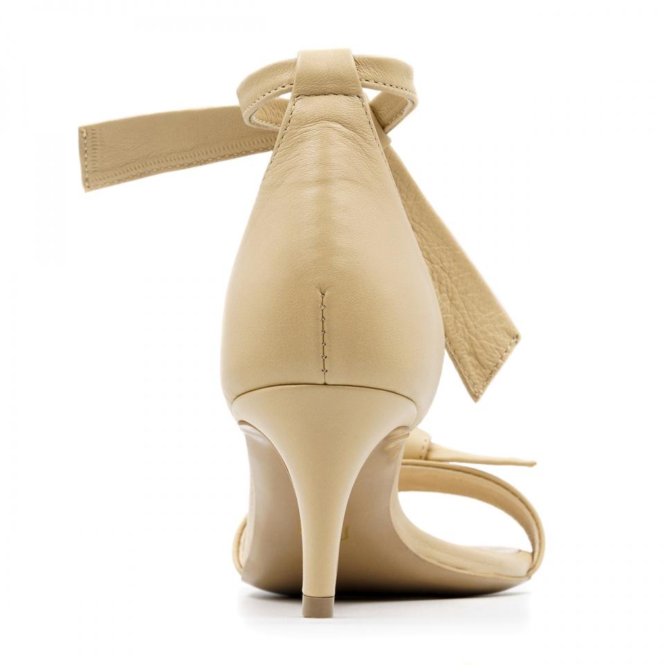Beżowe skórzane szpilki sandały wiązane wokół kostki 115K