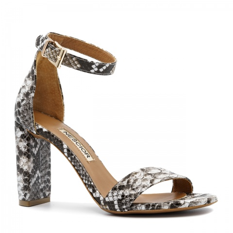 ecf6768f Biało szare skórzane sandały z motywem krokodyla na wysokim słupku 33G ...