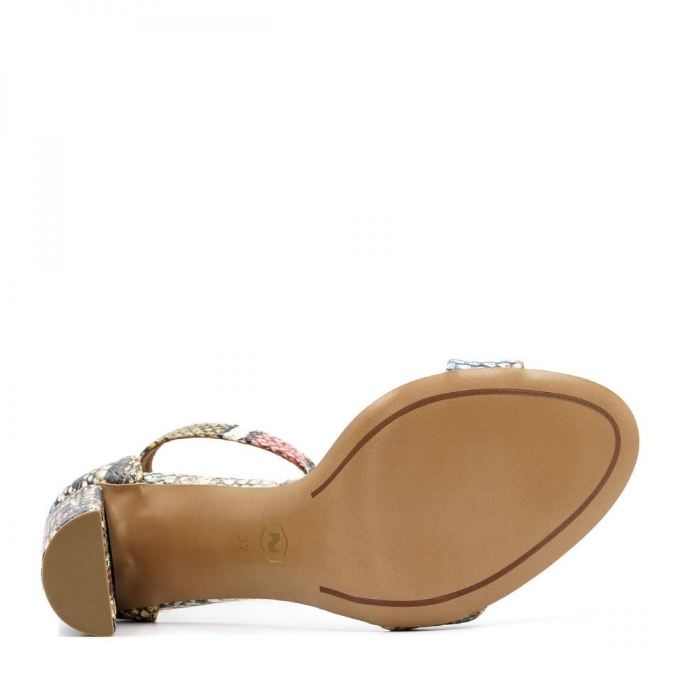 Wężowe wielokolorowe skórzane sandały na wysokim słupku 33G