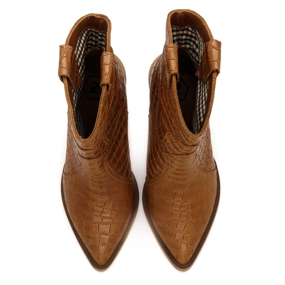 Koniakowe skórzane botki w stylu country w krokodyli wzór na słupku 111R