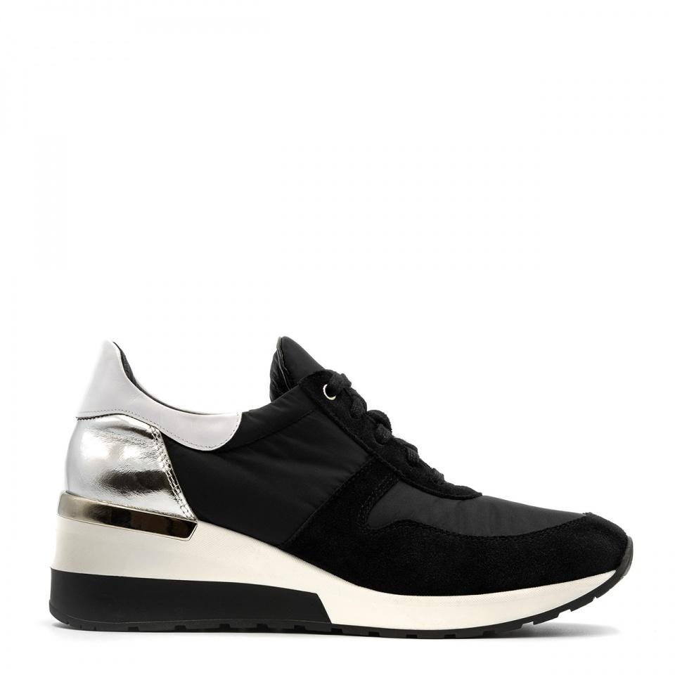 Sportowe białe sneakersy typu chunky ze złotą wstawką w podeszwie 278A