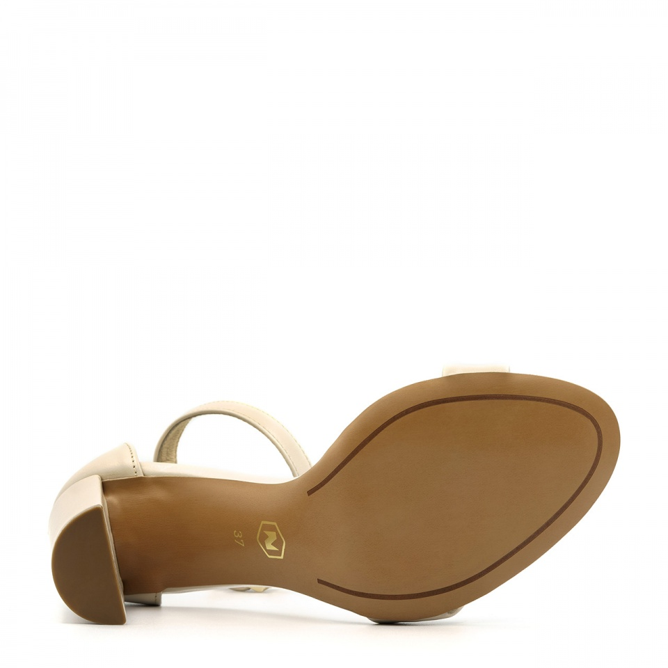 Złote skórzane sandały na wysokim słupku 33G