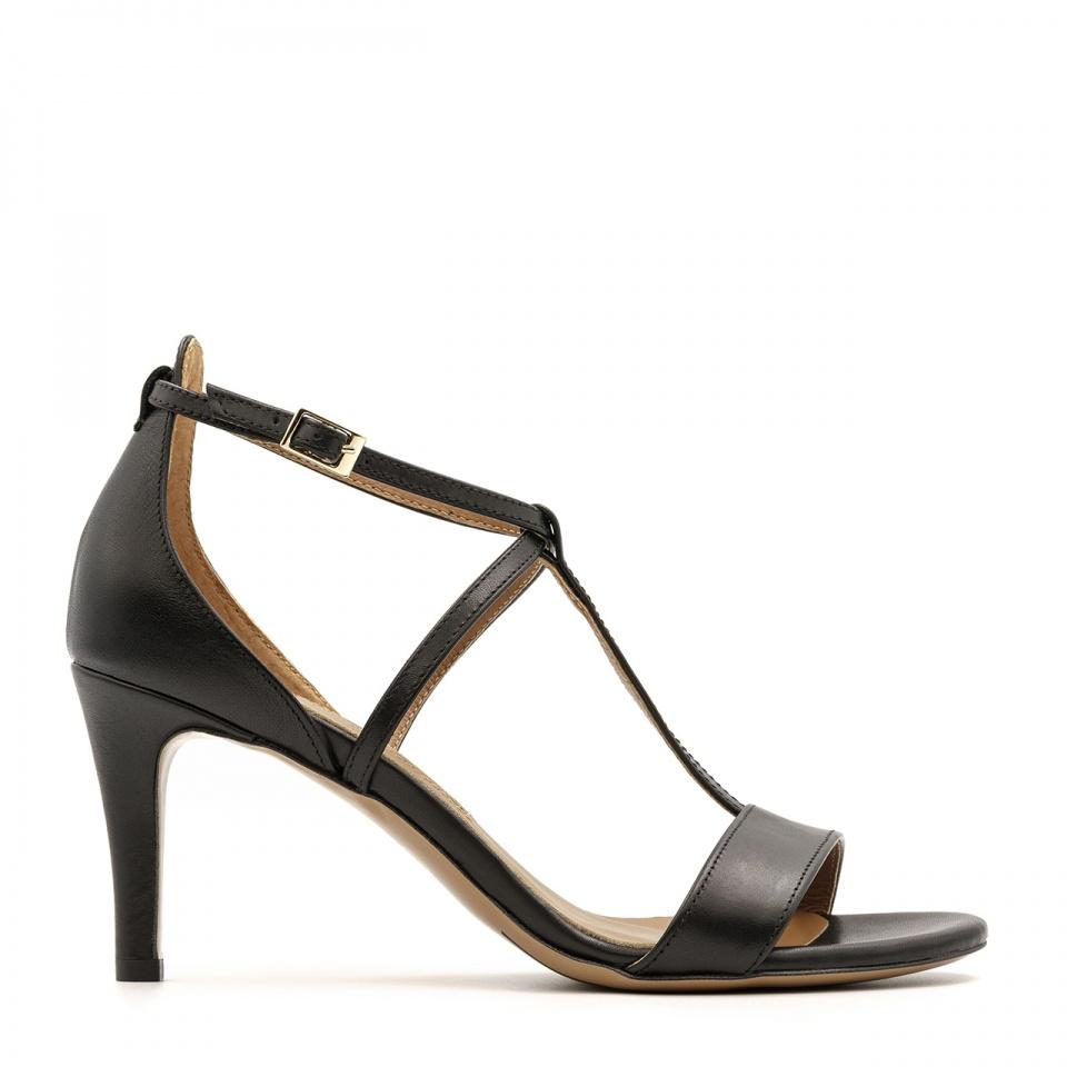 Czarne skórzane sandały na niskiej szpilce ze skrzyżowanymi paseczkami 114B