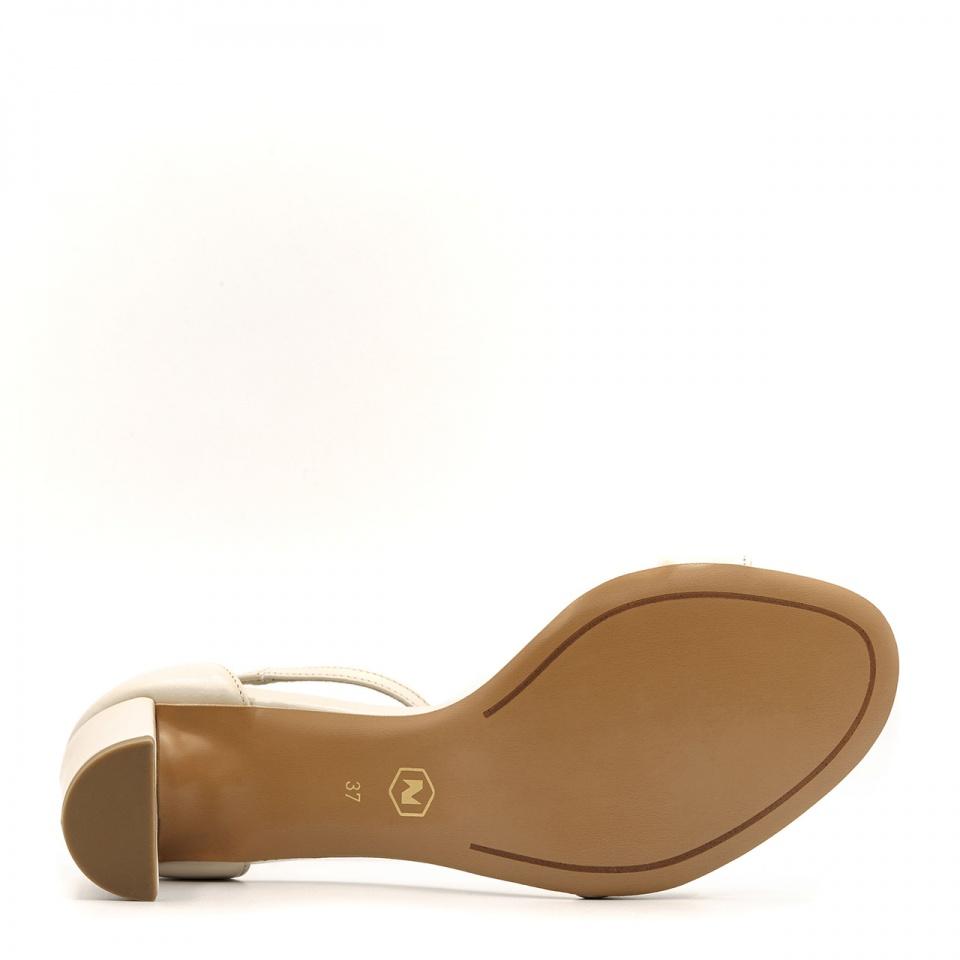 Beżowe skórzane sandały na niskim słupku 209B