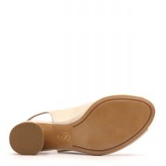 Karmelowe skórzane sandały z otwartymi palcami na ozdobnym niskim obcasie 23V