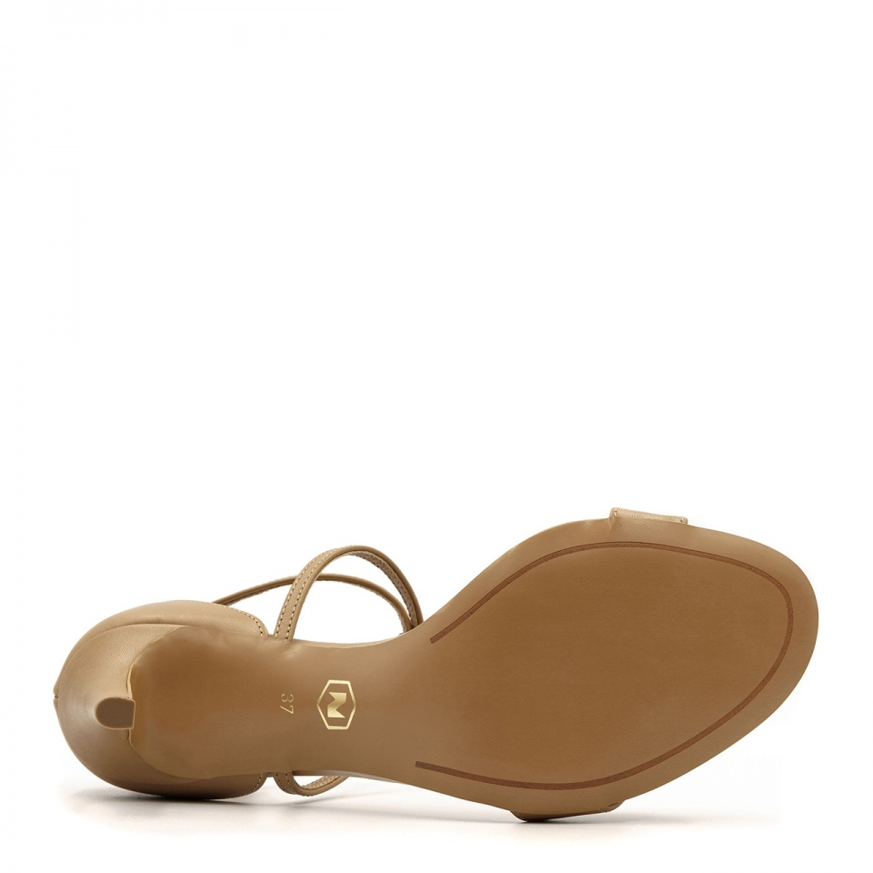 Karmelowe skórzane sandały na niskiej szpilce ze skrzyżowanymi paseczkami 114B