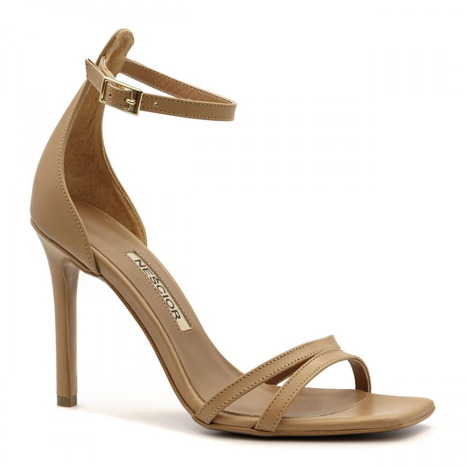 Karmelowe skórzane sandały na szpilce z kwadratowym noskiem 116P