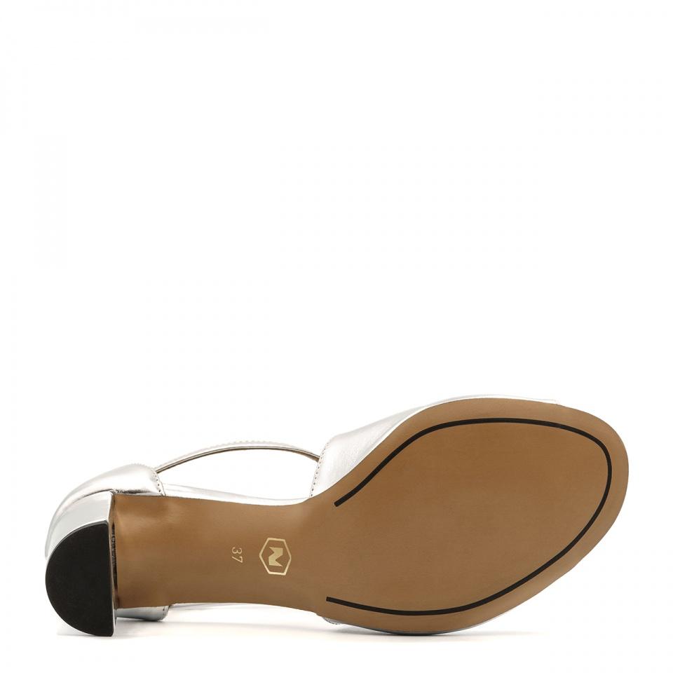Srebrne skórzane sandały na niskim słupku 209E